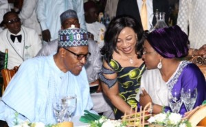president-buhari-with-youths-5-650x400