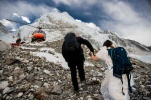 2-caters-couple-get-married-on-mount-everest-19-1494260073