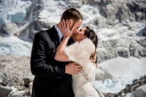 caters-couple-get-married-on-mount-everest-16-1494260126