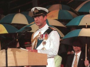 prince-charles-dressed-in-military-uniform-gave-a-farewell-speech-at-sundown-in-the-pouring-rain